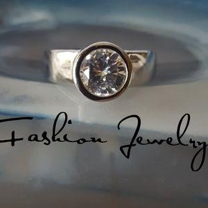 Jewelry - Gorgeous CZ Ring SZ 7.5